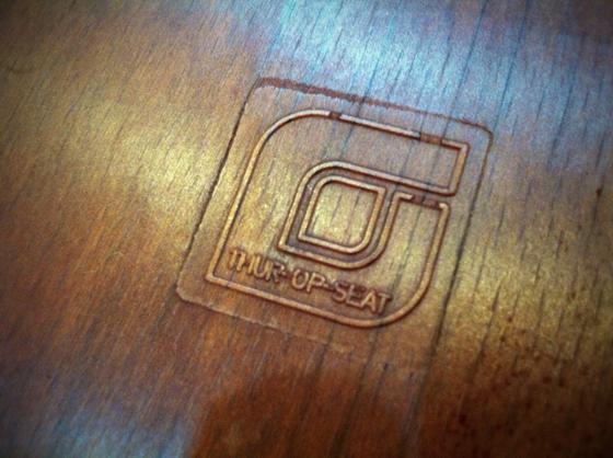 タイトルの「コンパス」ってのはプルーヴェ作品でコンパスって名前の付く作品の脚にコレがくりそつだからww 待合テーブルにて使用中~