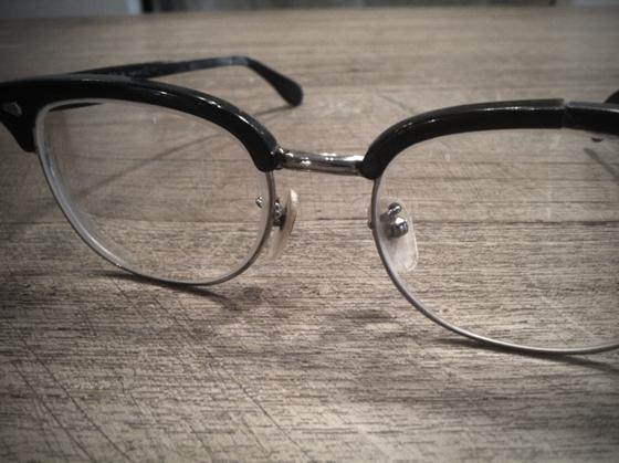 持ってるメガネの中で二番目に古い、、25年ものw 久しぶりに合わせたら案外悪くなかったんで。。。