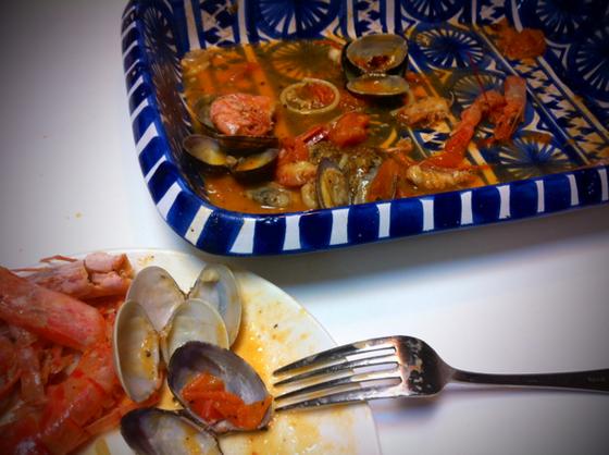 ぶっちゃけナポリタンが世界一と思ってる僕には「どうなんこれ?」って感じでしたが(勿論調理技術が違うしイカも入って無いけど雰囲気は出てると、。)美味しいは美味しいんすけど気取った味と言うか、、、(汗) 奥さんは口にあったみたいでガッツリ食べてましたけどねw てか僕の食べ後の皿見ても結構たべてるわwww