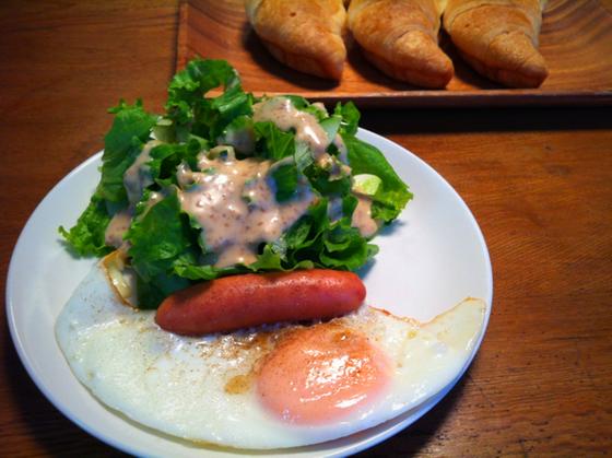 普通の朝食、、普通に美味しい、。 ご飯党の哲平はぶつくさ言ってたけどwww