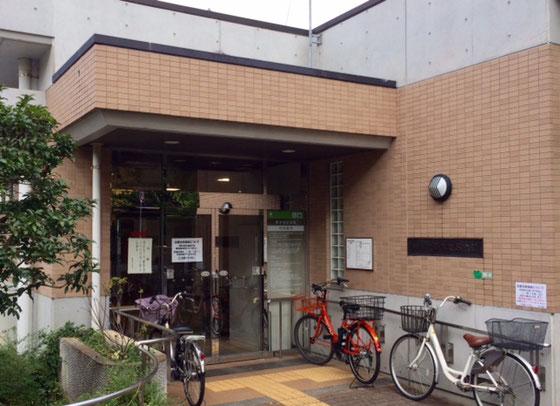 ☆岡本地区会館の正面入り口。常駐の管理人不在ですがとてもきれい。