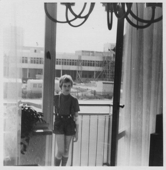 ca. 1973 in unserer neuen Neubauwohnung im Rieth