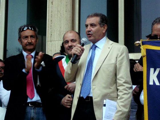Enna- Manifestazione a Palazzo di Giustizia -Con l'Avv. La Via ed il Sindaco di Nicosia, Dott. Sergio Malfitano