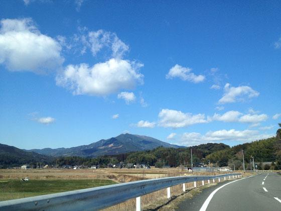 鹿児島県さつま町泊野からの紫尾山