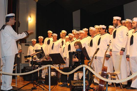 Der Chor des Schiffes MC Frick in Hornussen...