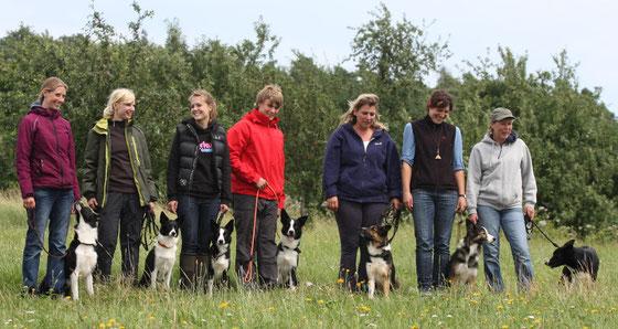 v. links nach rechts: Sandra mit Shep, Jenny und Nila, Floss:) Yannic und Bode, Christine und Fill, Nina mit Mama May und Sonja mit Papa Jaff