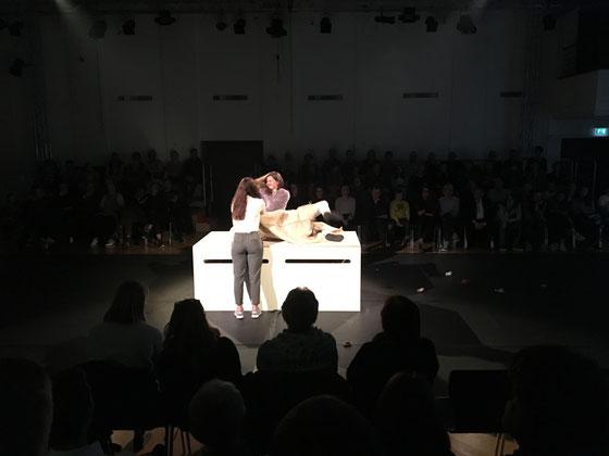 Szene aus dem Kollegi-Theater. November 2017