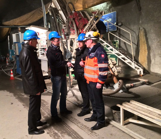 Probebohrung im Felslabor: Markus Fritschi (Nagra), Peter Keller, Armin Murer (Nagra), Paul Bossart (Geologe und Projektleiter Swisstopo)