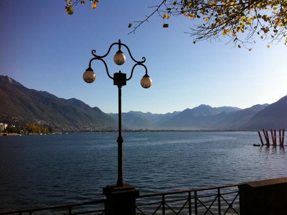 Das Licht im Spätherbst - Blick von Locarno Richtung Magadinoebene