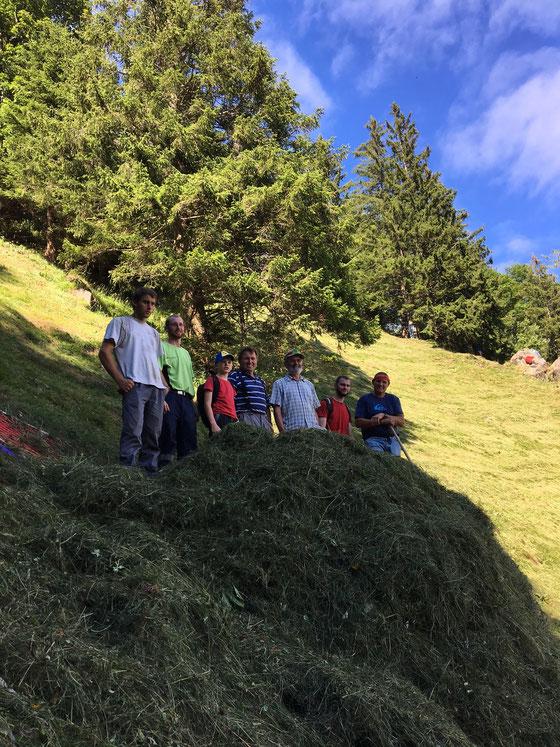 Familie Gut mit Nationalrat Thomas Weibel und Lorenz (Landwirtschaftslehrling)
