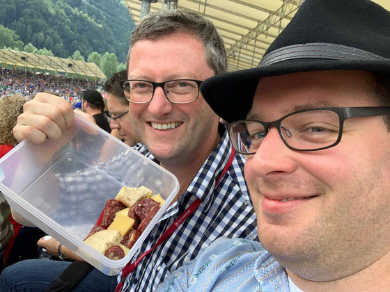 "Schwinger ""Fruchtsalat"" in Flüelen: mit OK-Vizepräsident Reto Blättler"