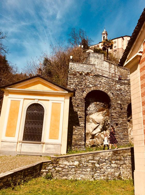 Blick auf die Kirche Madonna del Sasso oberhalb von Locarno