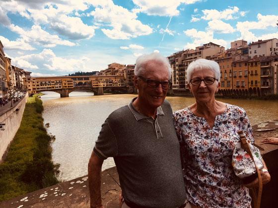Mein Vater und Annemarie. Hinten die Ponte vecchio.