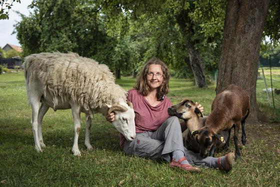 Andrea Göhring - Pionierin und Expertin für Tiergestützte Arbeit mit Bauernhoftieren