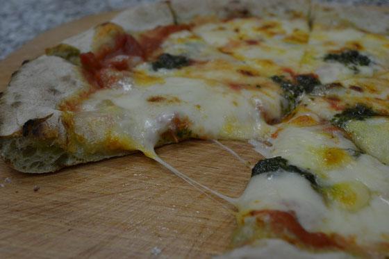 小松菜入り緑のピザ
