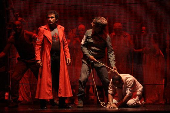 Mephisto Teatro - Vladimir Cruz, Roberto Gobin en Fuenteovejuna. Dir. Liuba Cid