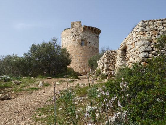 De uitzichttoren Torre Cap Andritxol