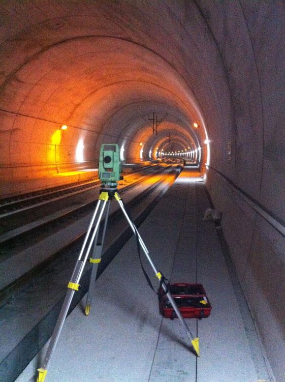 Túnel LAV ADIF Santiago-Vigo, replanteo de catenaria.