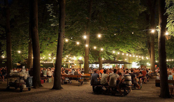 其中一個德國非常出色的飲食形式,一定是去Biergarten!(圖:Martin Falbisoner, WikiCommons)