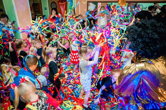 Ленточное шоу для детей на детский праздник и день рождения ребенка в Москве
