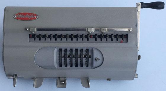 Calculadora MULTIFIX, s/n 64360, hecha en Noruega, año 1953, 17x8x5.5 cm