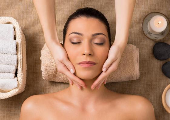 Die Kosmetikerin kann einschätzen wie viele Gesichtsbehandlungen notwendig, damit du dein Hautpflegeziel erreichst.