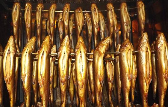 Geräucherte Forellen im Räucherofen