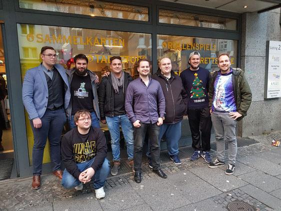 Obere Reihe von Links nach Rechts: Daniel Buchholz, Sascha Stark, Alexander Urff, Martin Kretzschmar , Adam Bytyci, Ben Bader und Steven Kryk. Untere Reihe: Raphael Klein