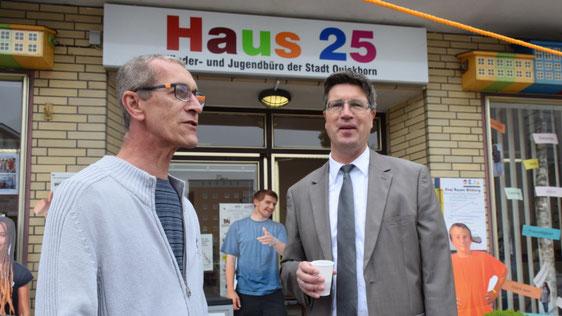 Fachbereichsleiter Carsten Möller machte sich selbst ein Bild von der Aktion der Stadtjugendpflege.