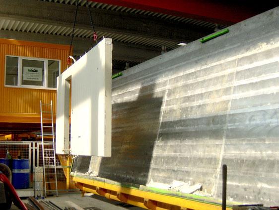 Betonmaschinen gebraucht: Kipptisch in der Betonfertigteile-Herstellung