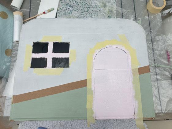DIY - Nun derhält der Kitty Camper aus Karton seine Farbe