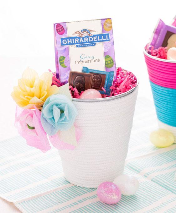 Bild: kreative DIY Ideen als Alternative zum Osterkorb, Idee 2: Oster Korb aus Blumenkübel von Brit + Co, gefunden auf Partystories.de