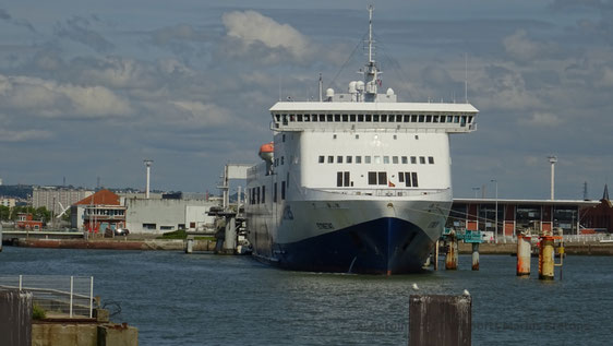 Etretat amarré au Havre début-2016.