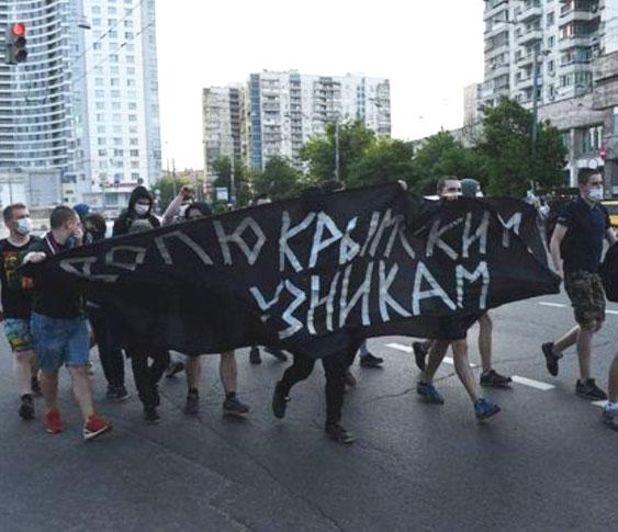 Moskva, d. 29. maj 2016  Lille solidaritetsdemo for filminstruktøren Oleg Senzov og den ukrainske libertære antifascist Alexander Koltschenko