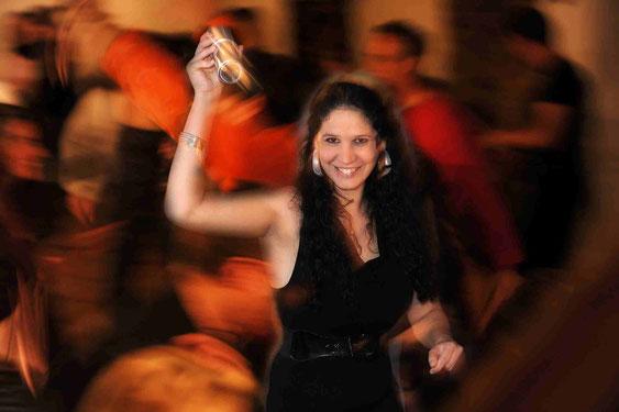 Foto einer Escola de Samba Tänzerin in Aktion