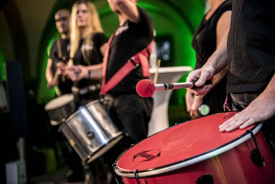 Foto Team von Escola de Samba beim Team-Drumming
