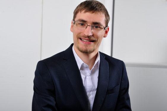 Tobias Gansler aus Aichach arbeitet im Frieberger Versicherungsbüro