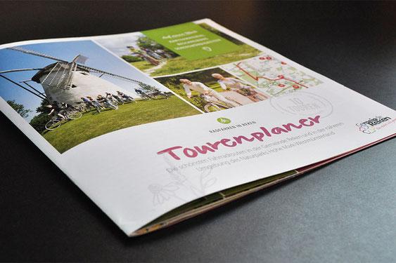Frisch gedruckt von Satzdruck: Die schönsten Radrouten in und um Reken im neuen Tourenplaner der Gemeinde.