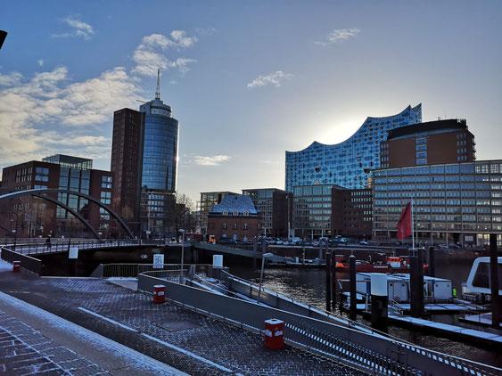 Die HafenCity am Kehrwiedersteg mit der Elbphilharmonie