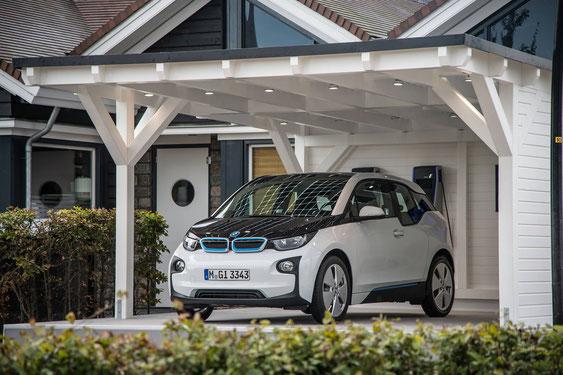 Elektro Auto mit Solarcarport aufladen