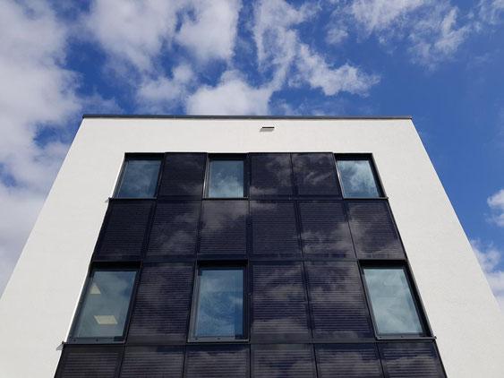 Solarfassade Nadelstreifendesign
