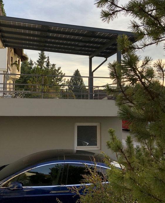 Terrassenüberdachung bei Dämmerung