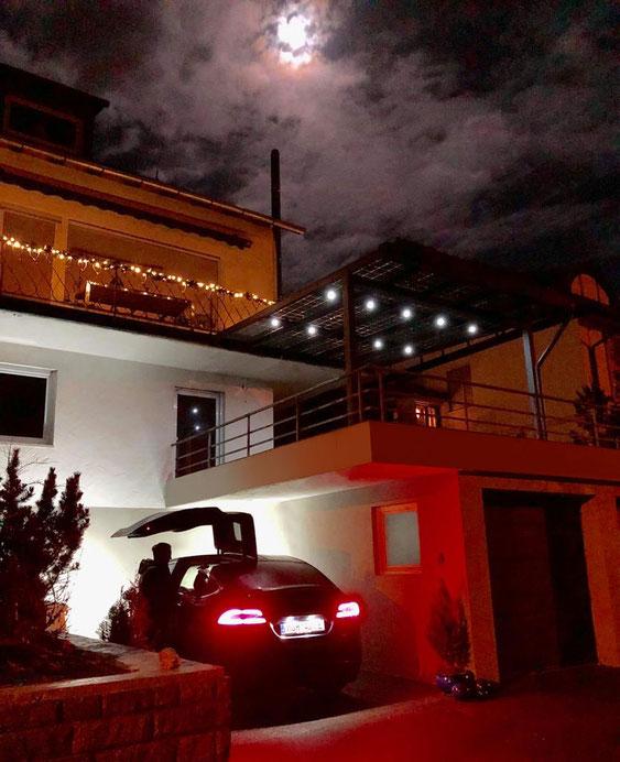 Solar Terrassenüberdachung am Abend