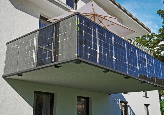 Balkongeländer zum Strom produzieren und Sichtschutz zugleich ✓ -  Solarcarporte.de