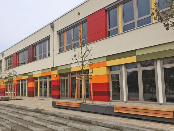 Ein abgeschlossenes Projekt mit WDVS & integrieter Vorhangfassade aus Fundermax, der 3B Denkmalpflege & Bausanierung GmbH.