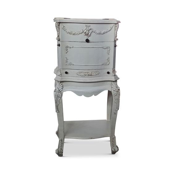 Kommode. White Vintage. Skaninavische Vintagemöbel aus Lübeck.