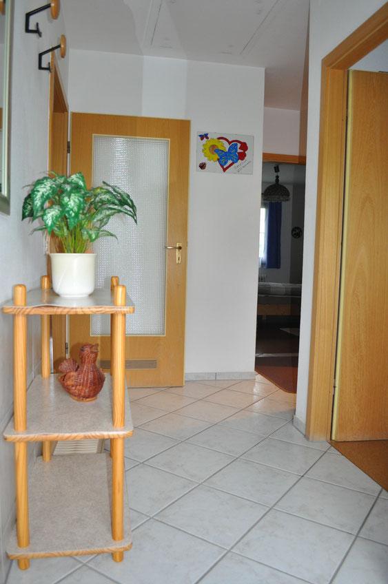 Flur -heller Eingangsbereich- Ferienhaus Knöpfle Haus 118