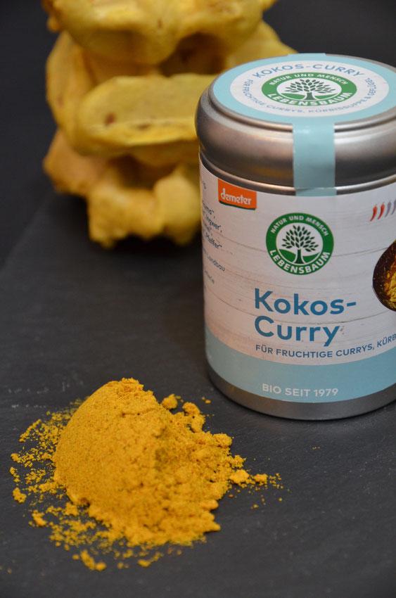Einer der drei neuen Demeter-Gewürzmischungen von Lebensbaum, die seit diesem Monat erhältlich sind: Kokos-Curry ist farblich und geschmacklich geeignet für süß-fruchtige und würzige Speisen.