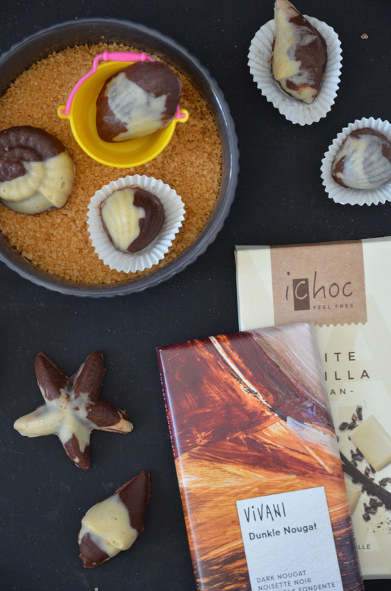 Vivani und iChoc bieten viele vegane Schokoladen in einer umweltfreundlichen und recycelbaren Verpackung.