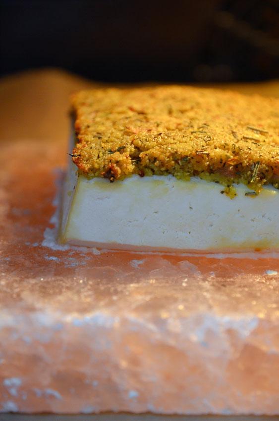 Veganes Schlemmerfilet auf der Salzplanke im Ofen zubereitet.